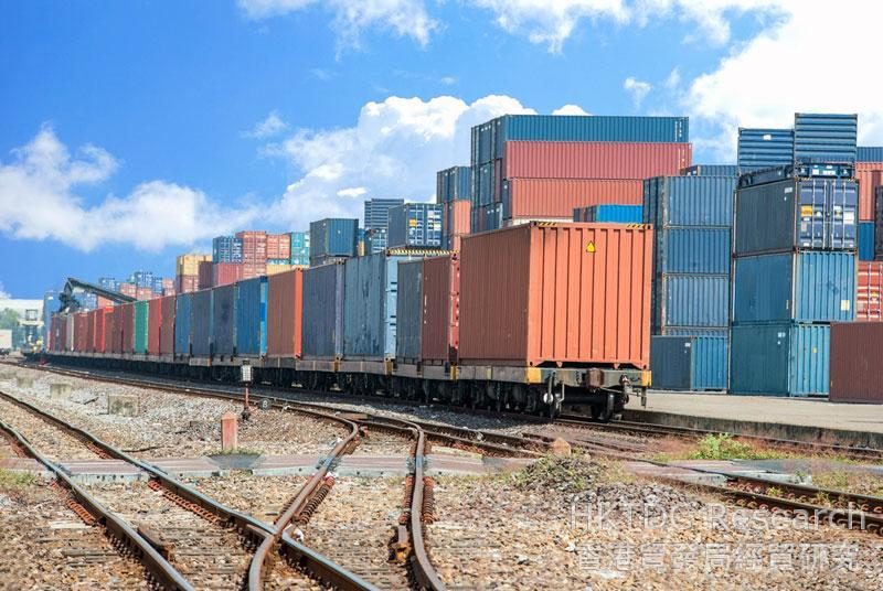 相片:现代物流提供空运、海运、铁路以及多式联运服务。