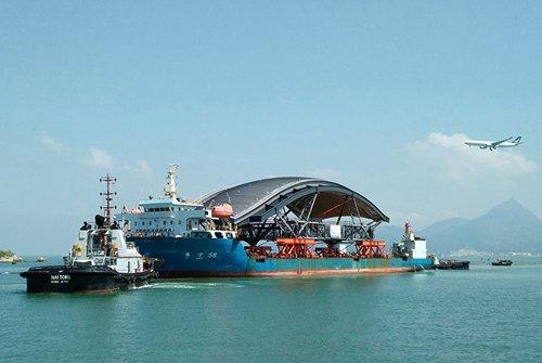 相片:港珠澳大桥旅检大楼屋顶模组运输项目。 (相片由中海广瀛提供)