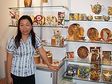 Chim于会上展出骨瓷产品。