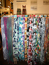Brand Showroom的环保围巾。