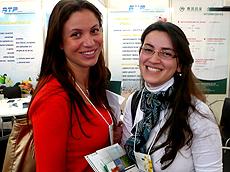 Vieira(左)与同事Rebeca Furlanis de Souza。