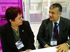 Ozeren(右):叙利亚及伊朗积极采购。