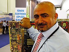 Ilgar正物色国际顾客。