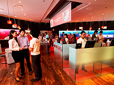 hktdc.com - 4G shadow over Singapore 3G auction