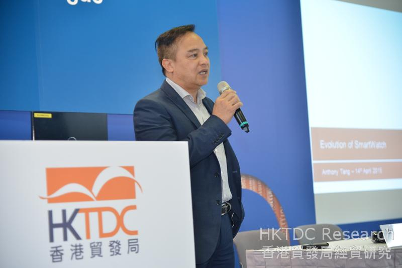 相片:鄧炳才指出智能手錶市場競爭者越來越多。