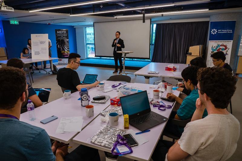 相片:來自麻省理工學院和香港多家大學的精英,在為期9天、每天「朝9晚9」的訓練營中接受挑戰,就多個實際的金融科技問題探討解決方案。