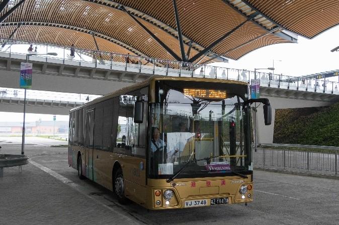 相片:Scania旅游巴现时在55公里长的港珠澳大桥上行驶,提供跨境穿梭巴士服务。