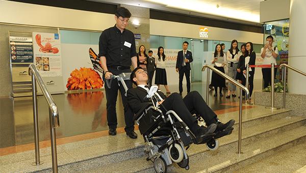 轮椅爬楼梯机