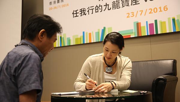 郑丰来到香港书展