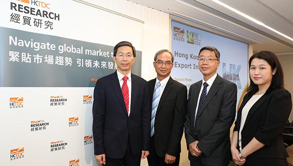 香港贸发局研究总监关家明(左二)与其团队