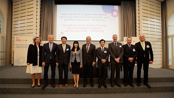 香港贸发局总裁方舜文(左四)及汉堡经济、交通和创新部长Frank Horch(左五)