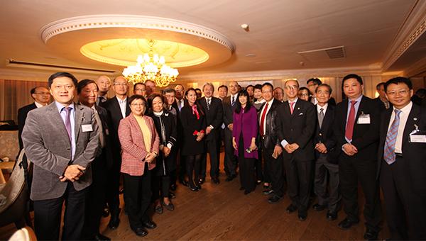 曾俊华率领30多名高层代表访问伊朗德克兰