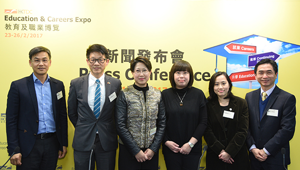 (左起)蔡裕星、郑光权、张淑芬、卢乐然、陈碧瑜、关嘉文