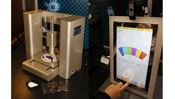 (左图)3D食物打印机;(右图)智能镜控制板