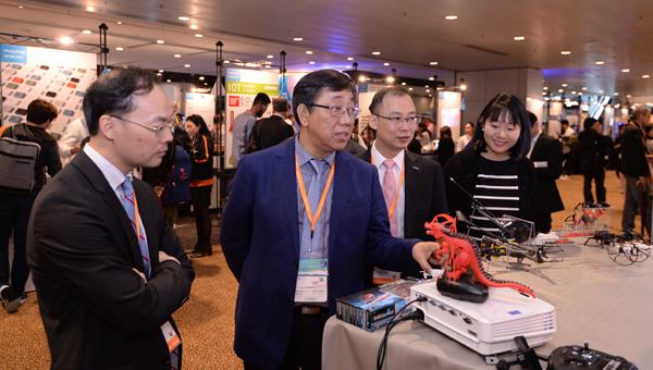 参观香港春季电子产品展