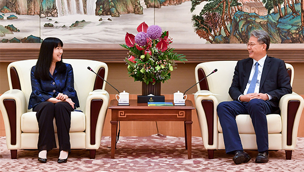 方舜文(左)与李晓鹏(右)