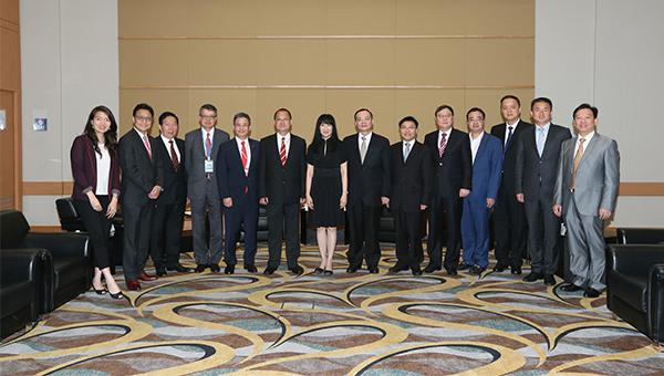 香港贸发局总裁方舜文(左七)与五大商会代表会面