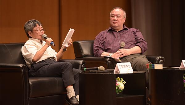 邱健恩(右)与丁新豹(左)