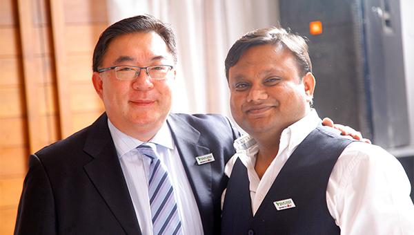 易嘉礼(左);Deepak Gupta(右)