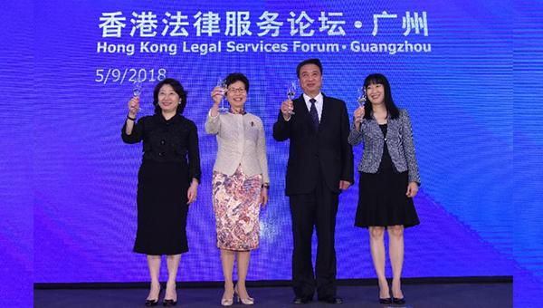 (左起)郑若骅、林郑月娥、李春生和方舜文