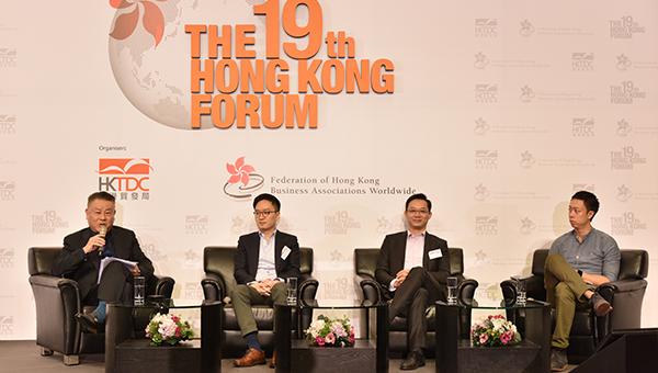 (左二起)张迅豪、林晓锋以及王志豪