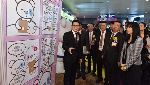 (右起)方舜文﹑蔡家成及梁国浩等嘉宾