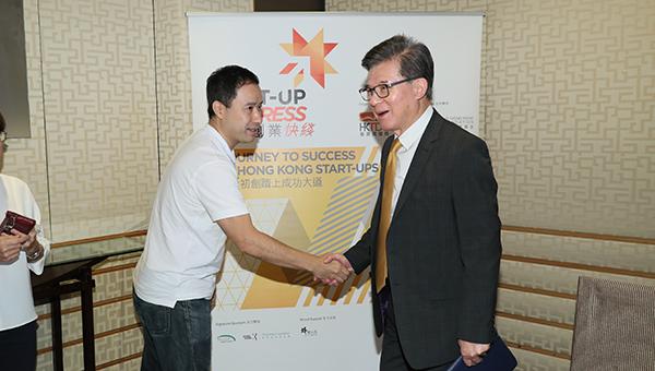 马颂棋(左)与香港贸发局主席罗康瑞