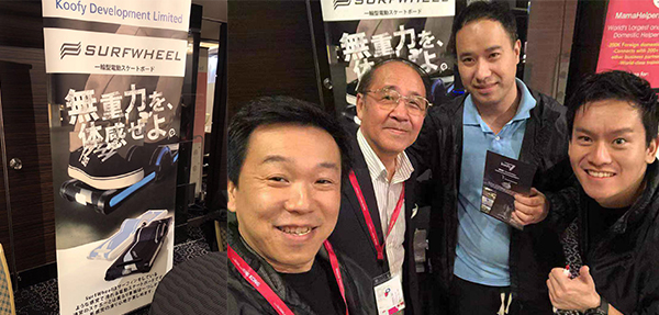 马颂棋(右二)