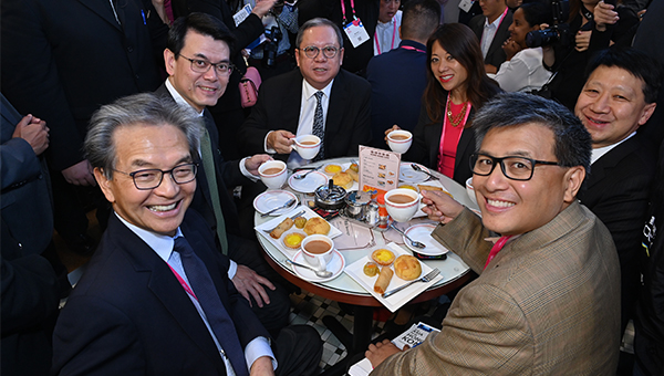 (左起)苏泽光、邱腾华、林建岳、马世云、彭耀佳与江俊辉