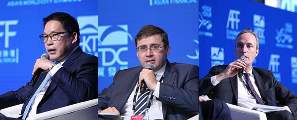 (左起)乌达玛.沙瓦纳亚纳、什韦佐夫、芮泽