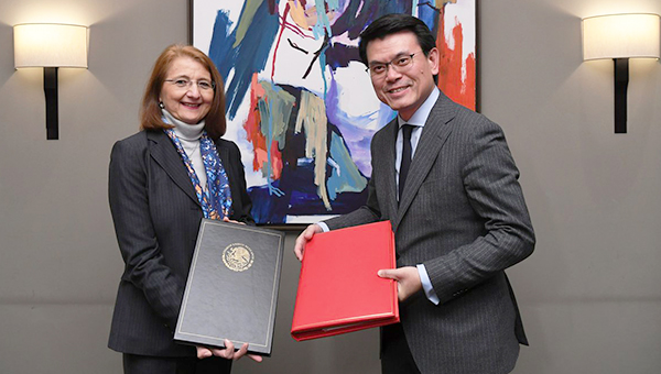邱腾华与Luz Maríadela Mora Sánchez博士