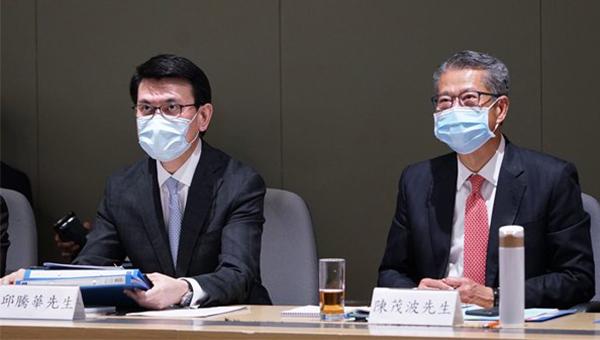 陈茂波(右)邱腾华(左)