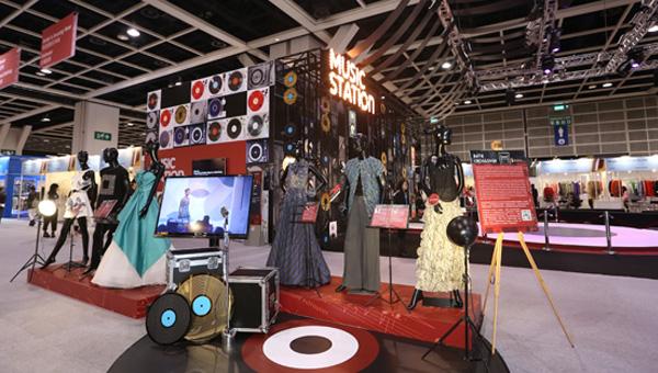 一連四天的第47屆香港時裝節秋冬系列,匯聚了來自22個國家及地區、約1,500家參展商,展示最新的時裝設計、國際品牌系列,以及各類布料和輔料產品。