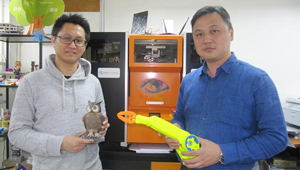 胡啟明(右)黃偉漢(左)