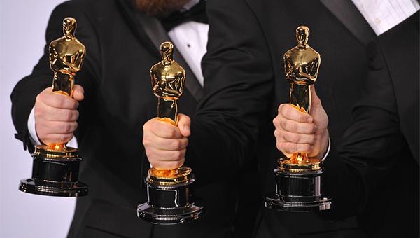 《月亮喜歡藍》榮獲第89屆奧斯卡最佳電影、最佳改編劇本和最佳男配角