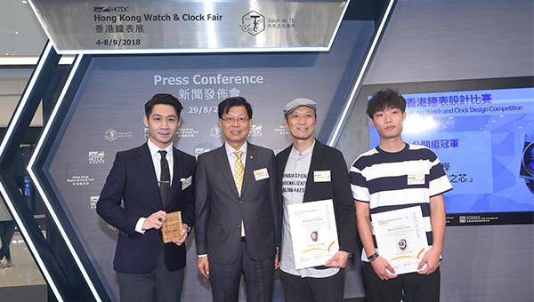 林偉雄(左二)與得奬者