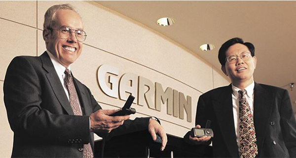 Gary Burrell(左), 高民環(右)