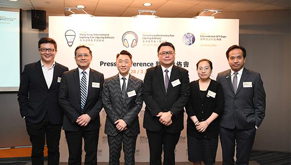 左起:鍾創新、黃敬文、 周啟良、查毅超、趙婷、袁致樂