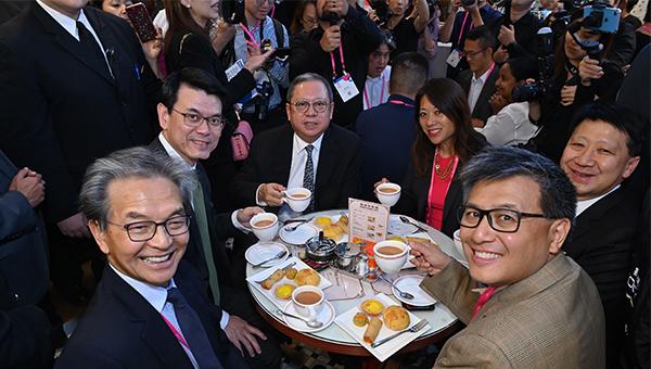 (左起)蘇澤光、邱騰華、林建岳、馬世雲、彭耀佳、江俊輝