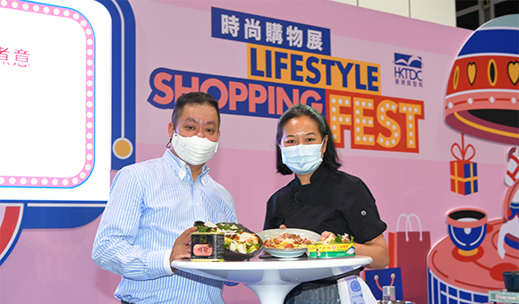 左起:葉本良,Yvonne Chu