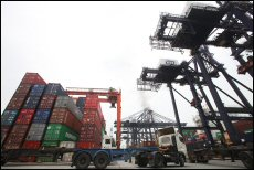 Hong Kong exports to the EU may be shrinking, but exports to the Chinese mainland are growing