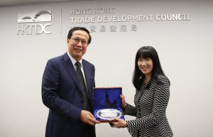 Cambodian Minister of Commerce Pan Sorasak with HKTDC Executive Director Margaret Fong