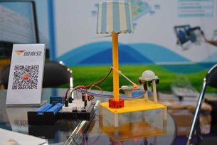 Illuminating learning: a maker lamp