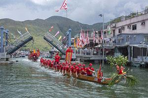 Tai O dragon boat water parade