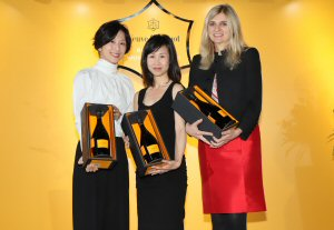 Bonnie Chan (centre) with runners up Julia Charlton (right) and Elaine Tsung