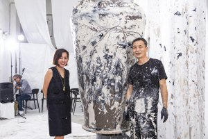 Rachel Lee (left) with action painter Lee Kang-hyo