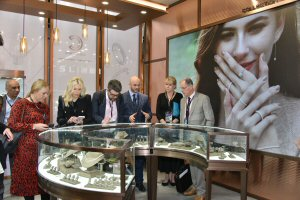 Smart retailing applications help jewellers place items