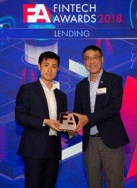 Reap Co-founder Kevin Kang accepts an accolade at ET Net's FinTech Awards