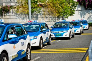 Electronic taxis line up in electric-vehicle pioneer city Shenzhen
