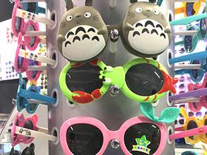 Cartoon‑themed glasses